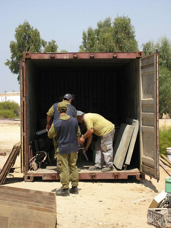 Flickr - Israel Defense Forces - The Evacuation of Morag (16).jpg