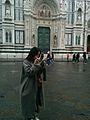 Florencia - Tursta japonesa maquillándose antes de hacerse selfies (32779020314).jpg