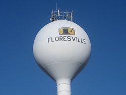 Floresville, TX, water tower IMG 2657.JPG