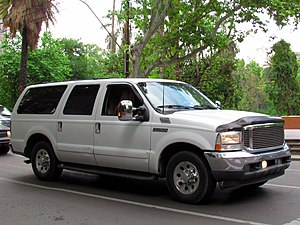 Ford Excursion XLT 2001 (14724593058).jpg