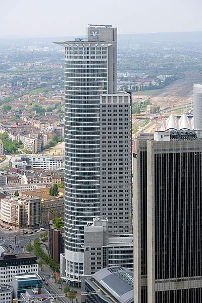 Ficheiro:Frankfurt Am Main-Westend Tower-Ansicht vom Maintower.jpg