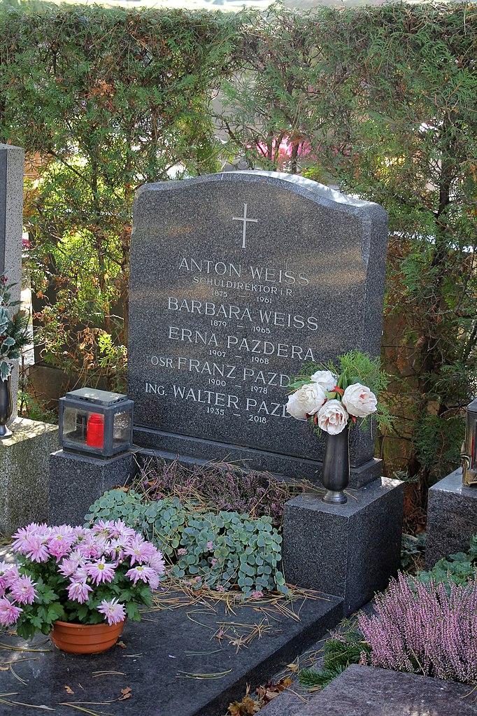 Oberschulrat Pazderas letzte Ruhestätte auf dem Mödlinger Friedhof (Foto: Wikimedia Commons/Karl Gruber / CC BY-SA-4.0)