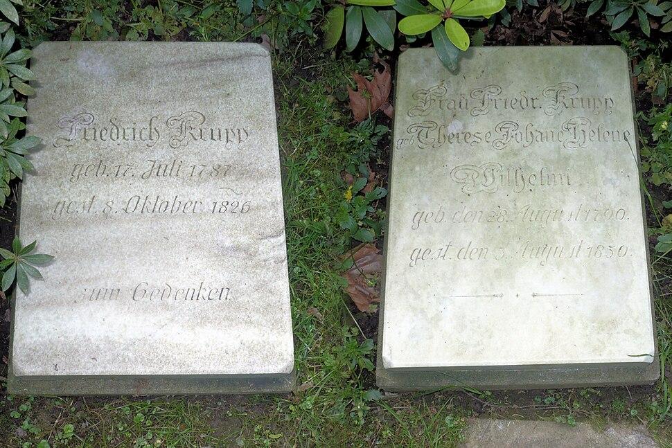 Friedrich Krupp und Therese Grabplatten