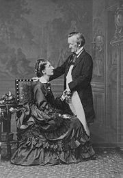 Photographie mit Cosima Wagner, aufgenommen von Fritz Luckhardt, Wien 1872 (Quelle: Wikimedia)