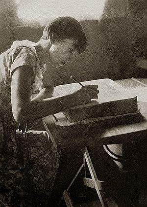 Wanda Gág - Gág preparing lithographic stone, 1932