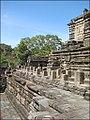 Galerie intermédiaire sud du Baphuon (Angkor) (6875753423).jpg