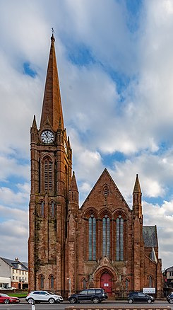 Gallowgate Street St Columba's Parish Church, Largs, North Ayrshire, Scotland 01.jpg
