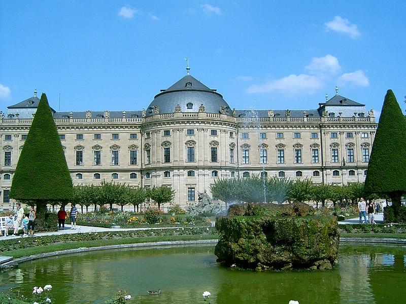 Archivo:Gartenbrunnen der Würzburger Residenz.JPG