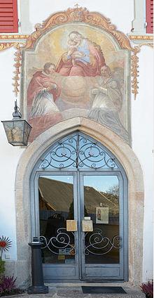 Gasthof Turm in Kastelruth Eingang und Fresko.jpg