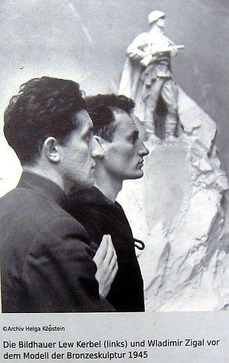 Lev Kerbel - Kerbel (left) together with fellow Soviet sculptor Vladimir Tsigal, 1945.