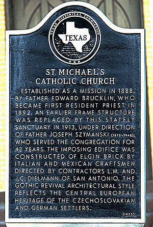 Weimar, Texas - Image: Gedenktafel vor St. Michaels Catholic Church in Weimar Texas