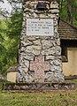 Gedenkzuil. Locatie, Kerk van San Rocco met daaromheen de militaire begraafplaats in Peio Paese 04.jpg