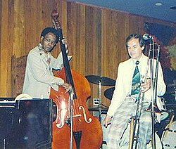 Jazzmen George Morrow and Urbie Green at the Village Jazz Lounge in Walt Disney World(撮影:Laura Kolb)}