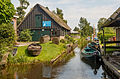 Giethoorn Netherlands Channels-and-houses-of-Giethoorn-01.jpg