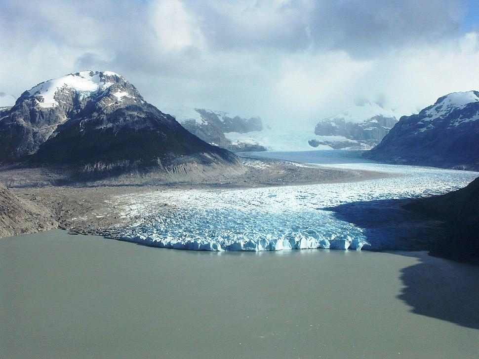 Glaciar y laguna Nef, afluente Baker,