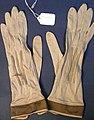 Glove, women's (AM 565024-1).jpg