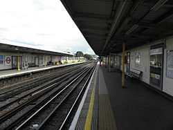 Goldhawk Road stn look south 2012.JPG
