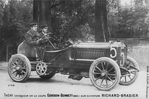 Léon Théry - Léon Théry after winning the 1904 Gordon Bennett Cup, accompanied by his mechanic Muller in the Richard-Brasier