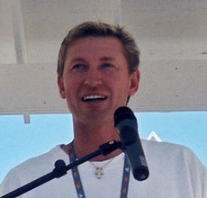 Gretzky aug2001 cropped.jpg