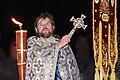 Grosse Wasserweihe, orthodoxer Priester mit goldenem Kreuz.jpg