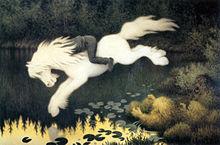 Un băiat tânăr al cărui cap este ascuns în coama calului alb pe care călărește pare să se scufunde într-un iaz cu tovarășul său.