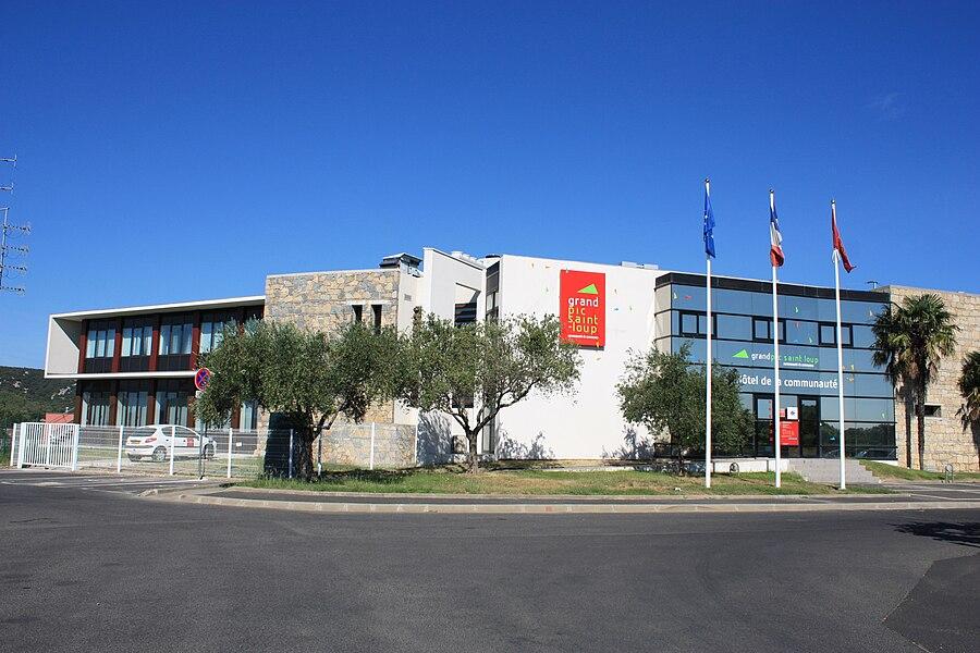 Façade de l'Hôtel de la Communauté de communes du Grand Pic Saint Loup, 25, allée de l'Espérance - 34270 Saint-Mathieu-de-Tréviers - France
