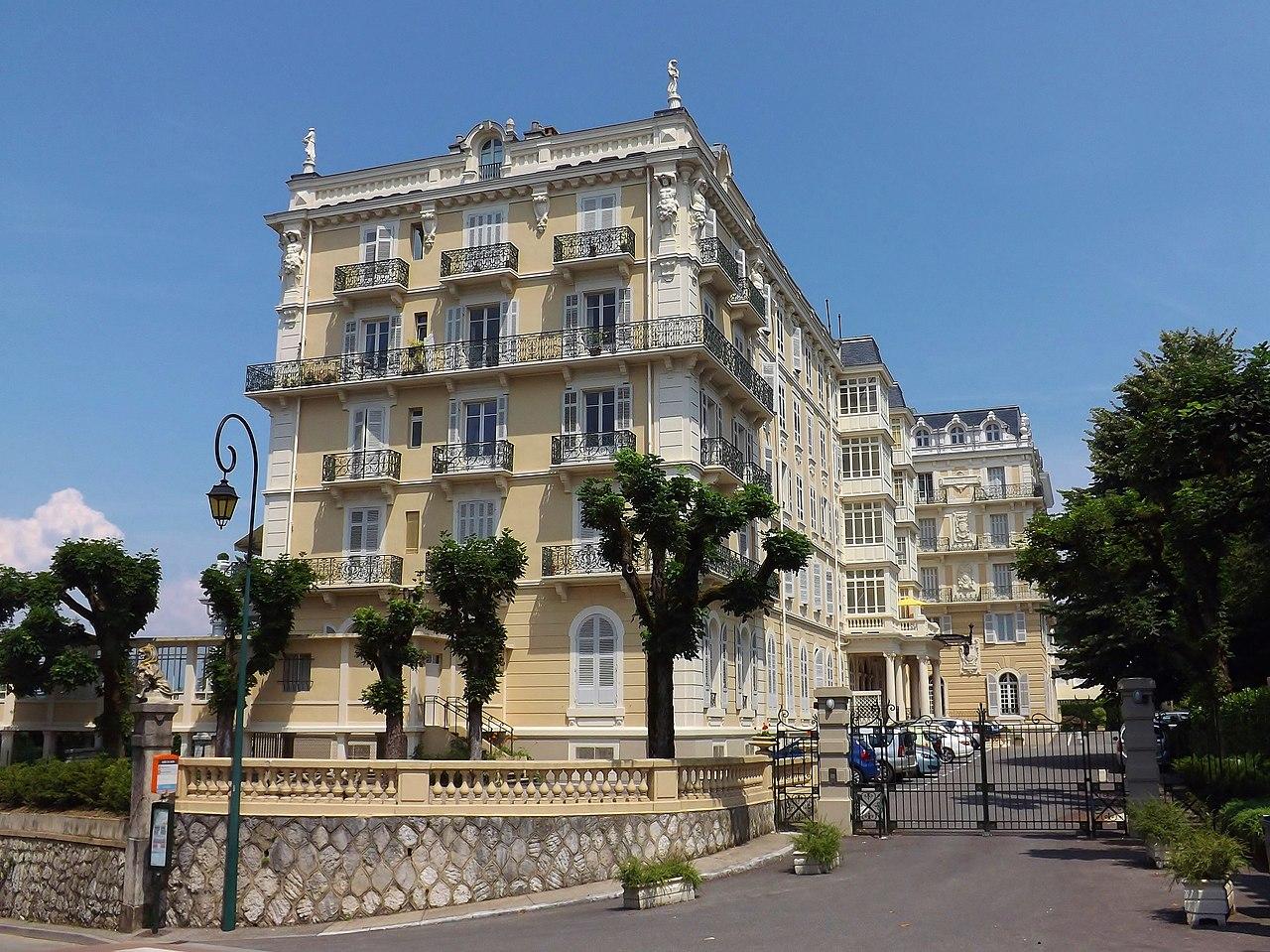 Hotel Restaurant Les Ajustons Le Monastier Pin Mori Ef Bf Bds