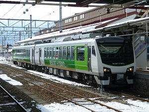 HB-E300 series - 2-car Resort View Furusato set at Shinano-Ōmachi Station in December 2010