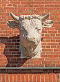 HH-Barmbek Eingangsbauwerk der ehemaligen Margarinefabrik Voss neuer Kuhkopf.jpg