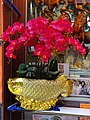 HK Central 域多利皇后街 Queen Victoria Street food shop Lung Kee Restaurant decor red flowers May 2016 Golden Arowana dragon fish vases.JPG