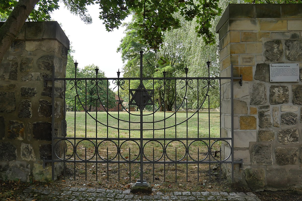 Halberstadt, Jüdischer Friedhof.jpg