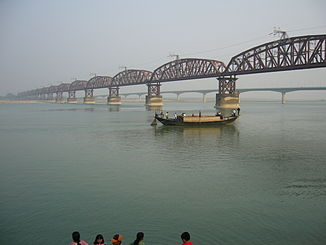 The most important measuring point on the lowest Ganges (Padma): the Hardinge Bridge