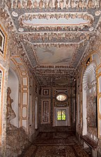 Hellbrunn_crown_grotto_02.jpg