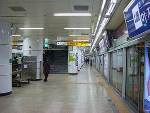 弘大入口站月台