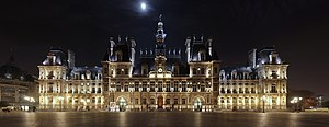 Paris' city hall (hôtel de ville) at night.