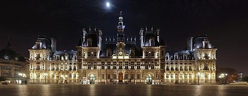 夜のパリ市庁舎