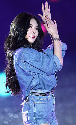 Hyuna performing at 2014 Hallyu Dream Concert.jpg