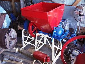 New Holland Machine Company - A feed grinder