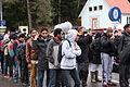 Immigranten beim Grenzübergang Wegscheid (23128928661).jpg