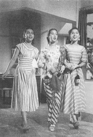 Tiga Dara - Indriati Iskak, Chitra Dewi, and Mieke Wijaya in Tiga Dara