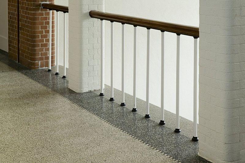 File interieur balustrade van trap met terrazzovloer emmen 20400536 wikimedia - Interieur trap ...