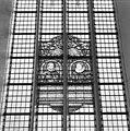 Interieur, gebrandschilderd glas Willem van Oranje en Charlotte de Bourbon, in vijfde travee zuidzijde, gerekend vanuit het westen - Brielle - 20266678 - RCE.jpg