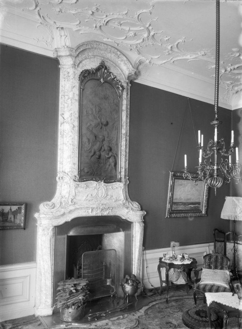 Pand met brede bakstenen gevel met rechte kroonlijst met for Gulden interieur rotterdam
