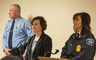 Shooting of Jamar Clark - Mayor Betsy Hodges (center) and Police Chief Janeé Harteau (right) on the day of the shooting