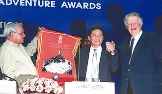 Jamling Tenzing Norgay - In 2003, Jamling Tenzing Norgay and Sir Edmund Hillary receiving Everest 50 Years Award from Prime Minister of India