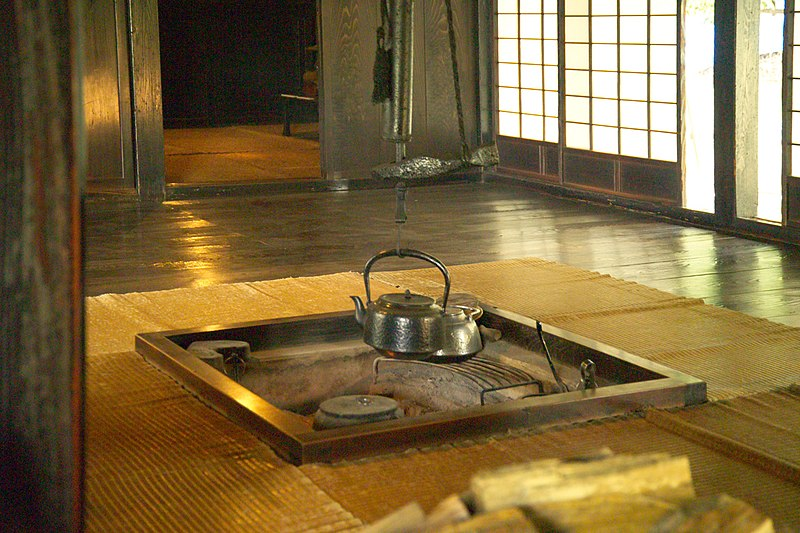 File japanese traditional hearth wikipedia for Maison traditionnelle japonaise materiaux