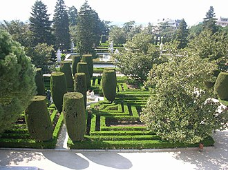 Formal garden - Image: Jardines de Sabatini (Madrid) 01