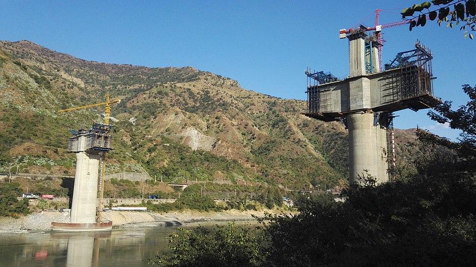 Jinshajiang Bridge of New Chengkun Railway - under construction.jpg