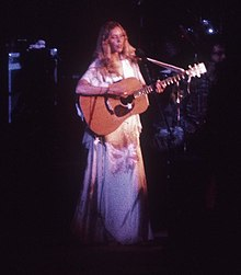 Joni Mitchell in 1974.jpg