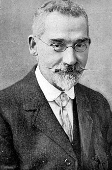 https://upload.wikimedia.org/wikipedia/commons/thumb/1/19/Joseph_Rhodes_esperantisto.jpg/220px-Joseph_Rhodes_esperantisto.jpg
